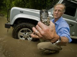 Land-Rover-S1-phone