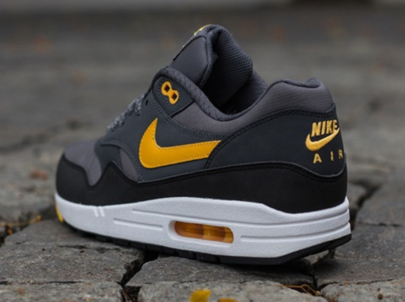 nike-air-max-1-essential-black-grey-laser-orange-4