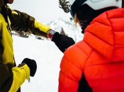 Apple-Watch-showing-ski-app-02282018_big.jpg.large